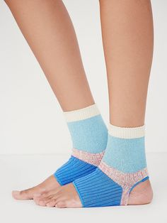 Free People Feet First Yoga Sock - 70/27/3 ctn/poly/spdx
