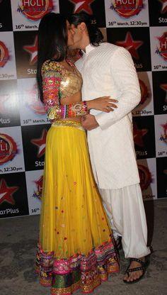 Holi Special: Karan Singh Grover, Jennifer Winget engage in some PDA Dress Indian Style, Indian Dresses, Indian Outfits, Garba Dress, Navratri Dress, Sari Blouse Designs, Kurta Designs, Oriental Fashion, Indian Fashion