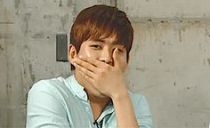 Everybody's new fave Hoya reaction gif.