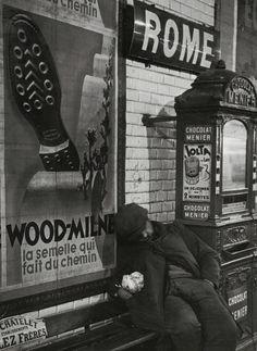 Metro de Paris, 1930 by Brassai Black And White Picture Wall, Black And White City, Black And White Aesthetic, Black And White Pictures, Photography Essentials, City Photography, Vintage Photography, Metro Paris, Brassai