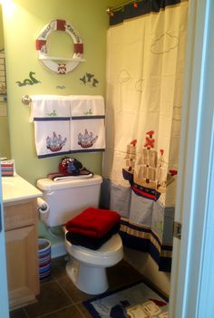 Braxton's pirate bathroom...love the raft with the names on it!