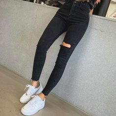 Black Skinny Jeans Women, Skinny Pants, Skinny Jean Outfits, Jeans For Women, Outfits With Black Jeans, Black Jeans Outfit Summer, Black Jeans With Holes, Black Ripped Jeans Outfit, Skinny Jeans Style