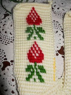 This Pin was discovered by naf Tunisian Crochet, Knit Crochet, Knitted Slippers, Baby Booties, Models, Crochet Patterns, Cross Stitch, Knitting, Mickey Mouse