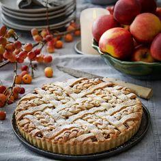 Æbletærte med flettet gitterlåg - sådan gør du | ISABELLAS Apple Pie, Apple Tarts, Let Them Eat Cake, Nutella, Sweet Tooth, Desserts, Food, Tarte Tatin, Tailgate Desserts