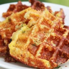 Cheese Chive Waffles--cauliflower is substituted for flour. Waffle Recipes, Raw Food Recipes, Low Carb Recipes, Snack Recipes, Cooking Recipes, Diet Recipes, I Love Food, Good Food, Yummy Food