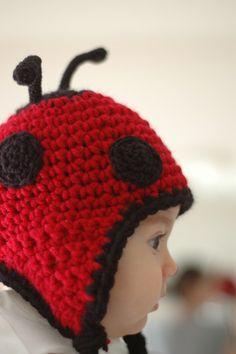 red-and-black-ladybug-hat Harris Butler Crochet Kids Hats, Crochet Crafts, Yarn Crafts, Crochet Projects, Knitted Hats, Bonnet Crochet, Crochet Cap, Crochet Beanie, Love Crochet