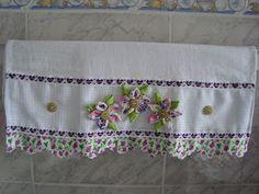 Valor de cada : R$ 11,00     Toalha para mesa decorada com flores de tecido.  R$ 25,00           Toalha para mesa decorada com flores de t...