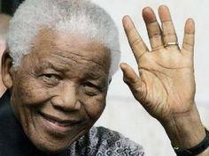Lo afferma il sindaco Salvatore Adduce - La citt� di Matera vuole rendere onore a Nelson Mandela, uno dei pi� grandi difensori dei diritti umani, della pace, dei principi di uguaglianza e libert� intitolandogli la sala Giunta, al sesto piano del municipio. Lo ha deciso il sindaco, Salvatore Adduce con il coinvolgimento dei consiglieri comunali a seguito della scomparsa del grande leader sudafricano e premio Nobel per la pace.�Nelson Mandela � afferma il sind [...]