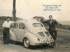 Renault 4 chevaux  photos en noir et blanc .les années 50