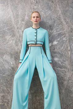 Emilia Wickstead Resort 2019 Fashion Show Collection: See the complete Emilia Wickstead Resort 2019 collection. Look 24 Look Fashion, Fashion Pants, Runway Fashion, Spring Fashion, High Fashion, Fashion Dresses, Womens Fashion, Fashion Design, Fashion Trends