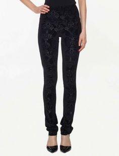 Pantalon Tannat, Pantalon à jambe droite en velours texturé. Large bande doublée de maille de filet extensible et taille régulière. Entrejambe33po, 84cm un design de Kollontai.
