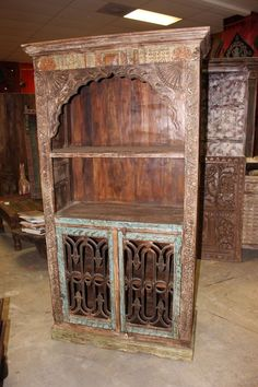 Antique arch Bookshelf, wooden Rustic Bookcase Indian handcarved Furniture Your Home Decor Idea. Rustic Bookcase, Vintage Bookshelf, Antique Bookcase, Indian Furniture, Cool Furniture, Vintage Armoire, Wood Book, Vintage Storage, How To Antique Wood