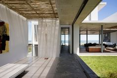 The Pearl Bay Residence est une maison de vacances située sur la côte Ouest de l'Afrique du Sud. Elle a été imaginée et réalisée par les concepteurs de Gav
