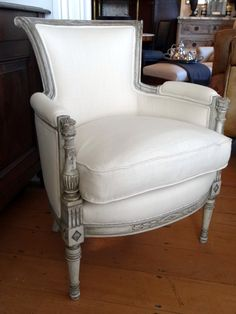 Pair of painted Directoire style armchairs - European Antiques Diy Home Furniture, Diy Furniture Projects, Furniture Making, Bedroom Furniture, Antique Chairs, Antique Furniture, European Furniture, Cozy Chair, Interior Design
