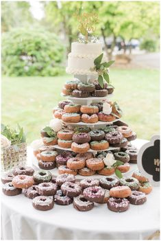 big wedding cakes Donut wedding cake at the barn at Ever Thine in Fenelton, PA by Madeline Jane Photography Doughnut Wedding Cake, Wedding Donuts, Wedding Desserts, Doughnut Cake, Floral Wedding Cakes, Wedding Cake Designs, Wedding Cake Toppers, Barn Wedding Cakes, Wedding Favors