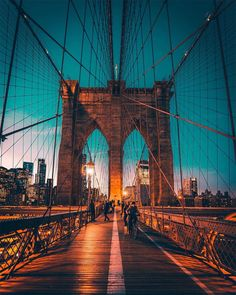 The city that never sleeps ✨ Check out and to find out how you can experience New York City! Brooklyn New York, Brooklyn Bridge, New York City, New Delhi, Best Places To Travel, Places To Go, Prague, Voyage New York, Float Trip
