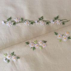 春のクッション ・ あと2枚は小さなマーガレットの刺繍をしました ・ 春とは程遠い 寒い夜 ❄️ * #刺繍#刺繍教室 #手仕事#手仕事のある暮らし #針仕事#クッション#マーガレット#丁寧な暮らし #暮らし#日々のこと #stitch #needlework #handmade #handmade #embroidery