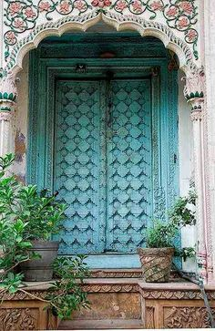 "Hidden under an archway in the old section of Delhi are some old ""mansions"". The doors are elaborate and colorful, even though the buildings themselves are falling down. Chadni Chowk, Delhi, India by Susani Les Doors, Windows And Doors, Cool Doors, Unique Doors, Jardin Decor, Indian Doors, When One Door Closes, Closed Doors, Door Knockers"