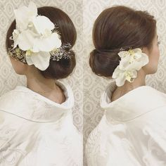胡蝶蘭を飾った和装のブライダルヘアまとめ | marry[マリー] Bridal Hair Flowers, Flower Headpiece, Daily Hairstyles, Bride Hairstyles, Bridal Beauty, Wedding Beauty, Wedding Hair And Makeup, Bridal Makeup, Wedding Kimono