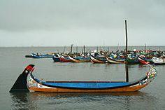 Moliceiro traditional boat from #Aveiro Portugal -- Wikipédia, a enciclopédia livre