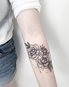 Floral tattoo delicate top design ideas 23
