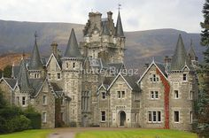 "Ardverikie House, Loch Laggan, Scotland (photo by ShutterBuggz)--this was one of the locations in ""Salmon Fishing in the Yemen"", which Mom and I saw at the Campus Theatre tonight Beautiful Castles, Beautiful Buildings, Beautiful Places, Scotland Castles, Scottish Castles, Cottages Scotland, Scotland Uk, Castle Ruins, Castle House"