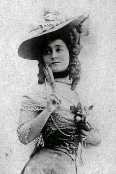 """French stage actress Celine Emilie Seure, aka Cecile Sorel (1873-1966), 1900s  // by Léopold-Émile Reutlinger. At the Odeon Theatre in Paris, she specialized in playing a stock character known as the """"grande coquette"""" // photo by Francois Vizzavona"""