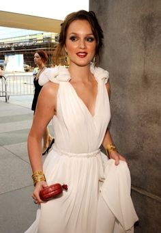 Leighton Meester wygląda tu zjawiskowo!!! Uwielbiamy takie stylizacje.  /Leighton Meester looks phenomenal here! We love this outfit.