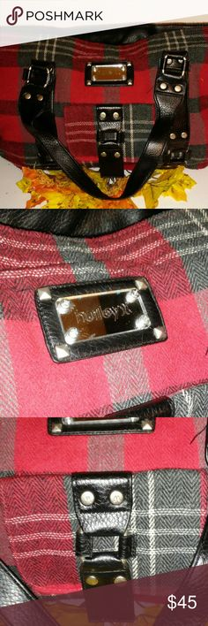 Hurley Bag Huge bag good for everyday or for going away. Excellent condition. Hurley Bags Shoulder Bags