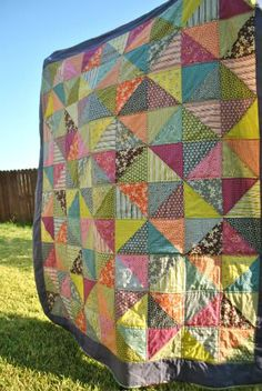 11 of the cutest easiest quilt patterns. Quilting is a craft that has been around since, according to Emporia State University, 3400 B. Known for sure to have been used by the Egyptian Pharaohs, quilting eventually spread from the Middle East to Europe. Scrappy Quilts, Easy Quilts, Bed Quilts, Quilting Projects, Quilting Designs, Quilting Ideas, Sewing Projects, Half Square Triangle Quilts, Square Quilt