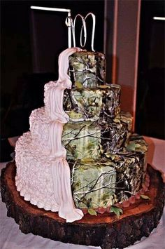 Half pink half camo wedding cake.....I love the CAMO side of the cake!!!!!!!!!1