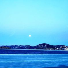 Full moon over Farsund, Southern Norway. 😄  #imagesofnorway #visitnorway #norway #fishing #hunting #hiking #travel #trip #explore #exploring #view #fjord #mountain #mountains #photo #portrait #details #beauty #focus #norgeibilder #mittnorge #norge #norse #mittland #utpåtur #outdoors #photoofthemonth #photooftheday #ice #nature