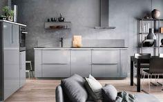 Design de cozinha cinzenta, com paredes cinzentas, portas cinzentas e acessórios…