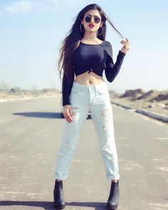 Look Your Best With This Fashion Advice Cute Girl Photo, Girl Photo Poses, Girl Poses, Teenage Girl Photography, Girl Photography Poses, Body Photography, Stylish Girls Photos, Stylish Girl Pic, Girl Attitude