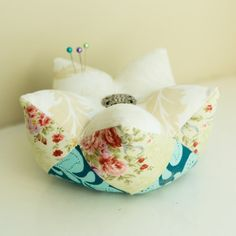 pincushion picyures | so i told you i had a slight obsession with pincushions well this is ...