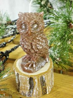 BROWN OWL SITTING ON A LOG CHRISTMAS CANDLE  BURN TIME APPROX  25 HOURS  £7.49