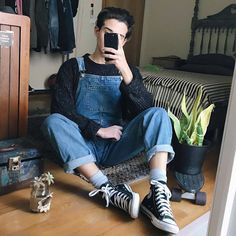 Pants legs rolled up to display them at their finest Retro Outfits, Trendy Outfits, Cool Outfits, Vintage Outfits, Korean Fashion Men, 90s Fashion, Fashion Outfits, Fashion Blogs, Womens Fashion