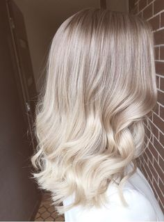 Soft ombré blonde