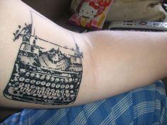 tattoos of typewriters Elegant Tattoos, Beautiful Tattoos, Small Tattoos, Cool Tattoos, Awesome Tattoos, Tatoos, Typewriter Tattoo, Hannah Tattoo, Bookish Tattoos