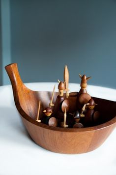 wooden vikings by the Danish designer Jacob Jensen Christmas Toys, Christmas 2016, Mid Century Decor, Wood Toys, Kids Nutrition, Danish Design, Wood Turning, Vintage Toys, Wood Art