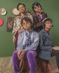 IV Of Spades Gabriel, King Of Spades, 80s Costume, List Of Artists, Handsome Faces, Aesthetic Boy, Background Pictures, Retro, I Love Cats