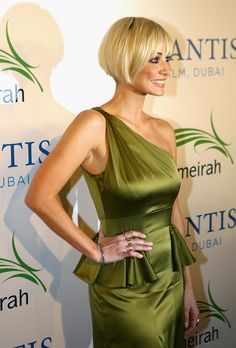 More Pics of Natalie Imbruglia Bob – Hair Styles Bob Hairstyles With Bangs, Celebrity Hairstyles, Vintage Hairstyles, Straight Hairstyles, Natalie Imbruglia, Pixie Styles, Short Hair Styles, New Hair Do, Short Blonde