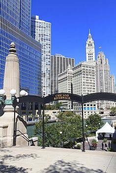 Chicago Riverwalk on West Wacker Drive with Trump Tower and Wrigley Building…