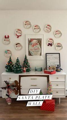 Christmas Table Settings, Christmas Table Decorations, All Things Christmas, Christmas Diy, Anthropologie Christmas, Christmas Inspiration, Plates On Wall, Paper Plates, Diy Paper