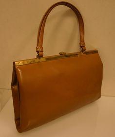 Original Vintage GOLDPFEIL Damenhandtasche, klassisch elegant, ca. 50er/60er Jahre Vintage Luxus Handtasche aus echtem feinen Glattleder in caramelbraun. Ein Träger. Innen schöner zartglänzender...