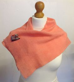 Peachy handwoven, hand-dyed stole using botany wool from www.saorimor.co.uk and featuring a cute SAORI owl badge