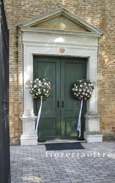 Fioreria Oltre/ Wedding ceremony/ Church wedding flowers/ Church entrance decorations/ Flower balls/ Roses, gerbera daisies, carnations Church Wedding Flowers, Church Wedding Decorations, Gerbera Daisies, Carnations, Flower Ball, Wedding Ceremonies, Kirchen, Balls, Entrance