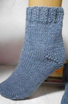 Fazem uns 25 anos que faço e uso esse modelo de meias de tricô. Faça e use também, você não vai se arrepender!! É quentinha, gostosa de usar e muito fácil de...