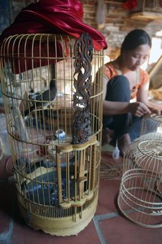 VietNamNet Bridge – To buy satisfactory bird cages, many customers go to Vac village in Thanh Oai District, Hanoi. Vietnam, Handmade Products, Bird Cage, English, News, Creative, English Language, England, Birdcages
