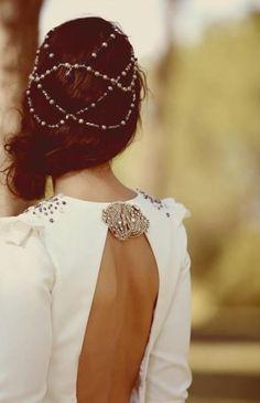 Bride's side swept messy chignon wedding hair ideas Toni Kami Wedding Hairstyles ♥ ❶ Renaissance hair jewelry wedding Mode Inspiration, Wedding Inspiration, Coiffure Hair, Chain Headpiece, Headdress, Bridal Hairpiece, Hair Chains, Gold Hair, Hair Jewelry